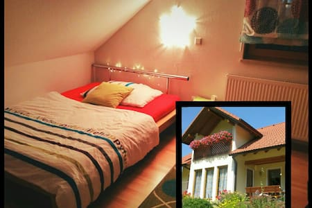 Charming house, upstairs bedroom - Oswaldgraben - Casa