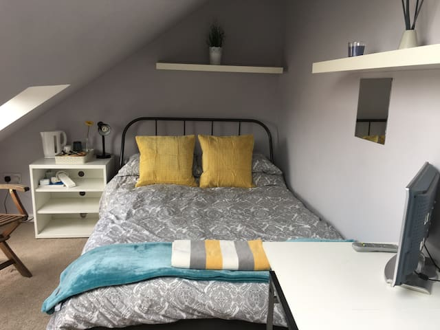 Double Bright Cozy Room in Newcastle.