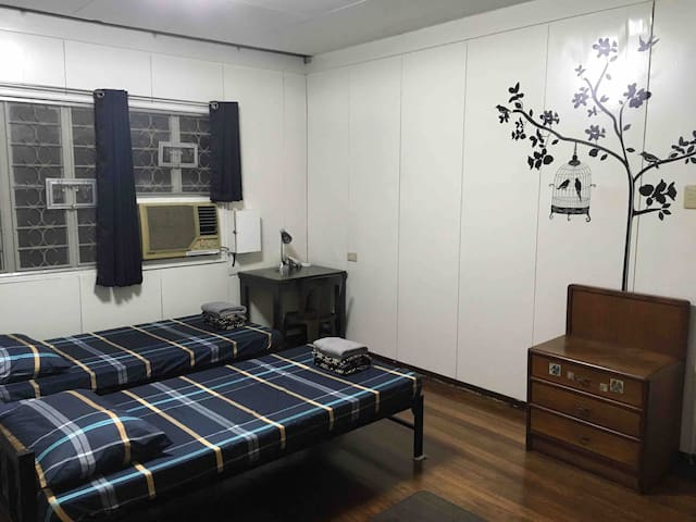 1BR(#3) in a quiet & safe place near UP, Maginhawa