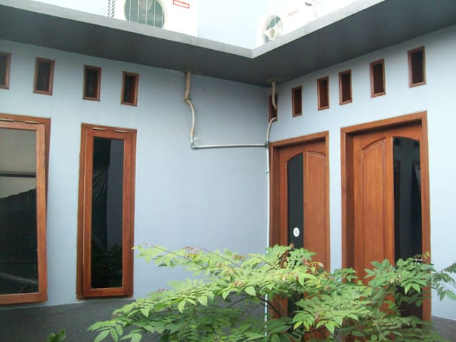 Rumah nyaman di tengah kota depok - depok - House