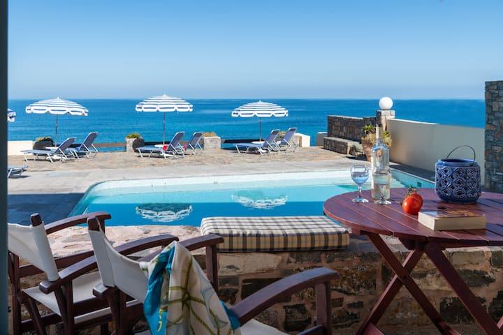 Porto Sisi Cozy Sea Front Apartment