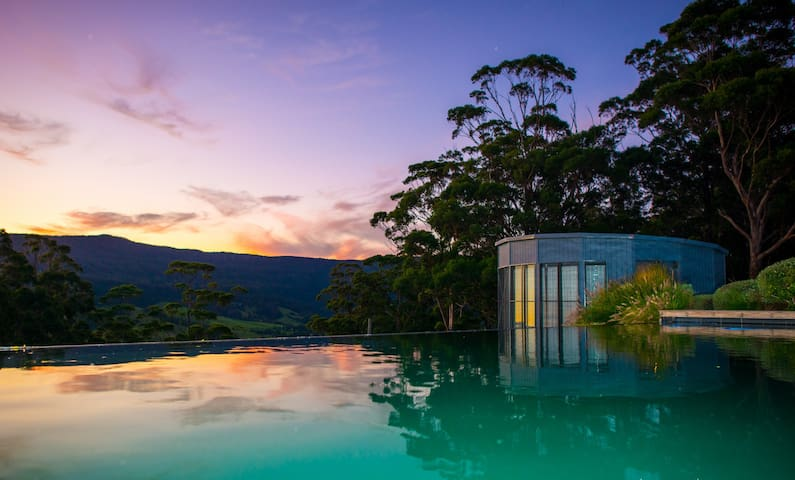 TheGuestHouse-mid week romance,views, pool,firepit