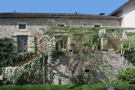 Chateau view&vineyards+art:single - Anglars-Juillac - Bed & Breakfast