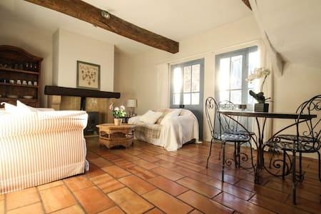 Charming village house for long term lets - Nizas - Haus