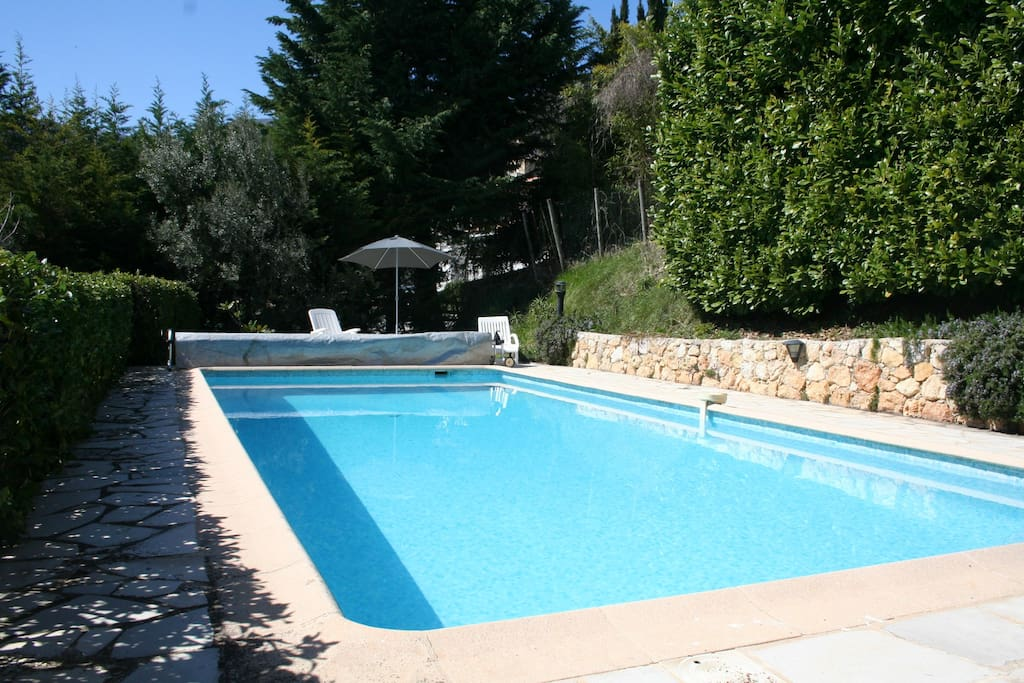 With heated swimming pool