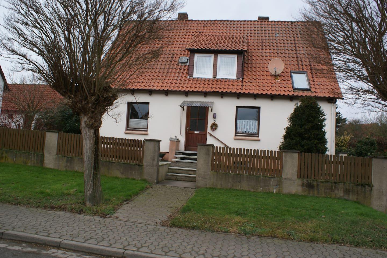 Haus Rosa - Abgetrennte Wohnung mit 2 Zimmern, Küche und Duschbad