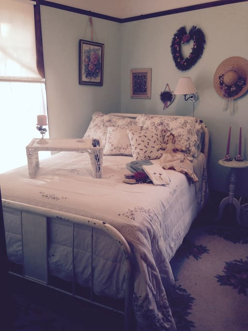 Romantic Rose Room, GYPSY ROSE  full size bed