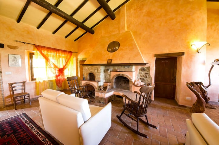 Spacious farmhouse for your vacation in Tuscany