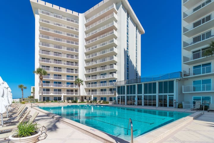 Enjoy gorgeous sunset views from this 2 bed 2 bath condo at the Islander Club!