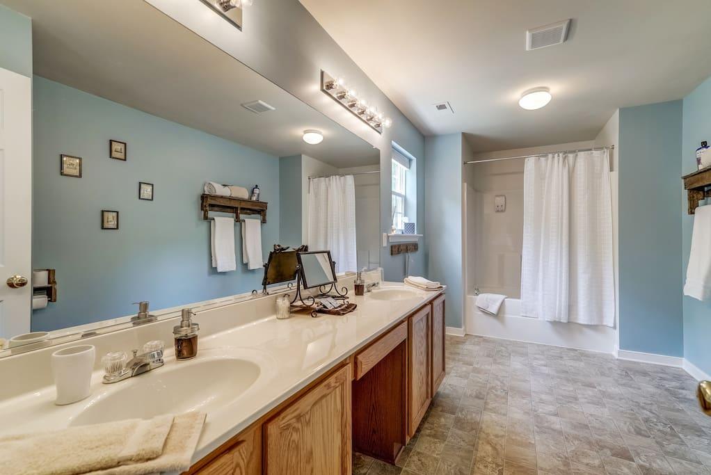 Cranborne Bathroom - Airy Elegance