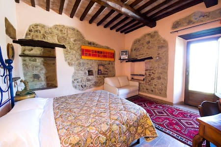 Camera Papavero - Monte Antico - Castello