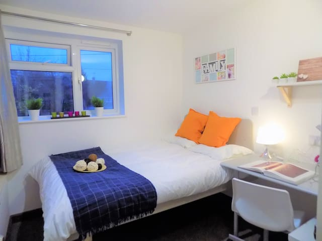 Lovely En-suite room close to University Warwick