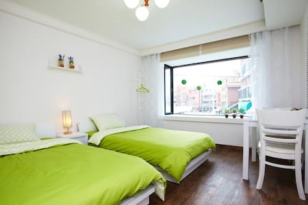 Pretty & cozy room with two beds  - Seoul - House