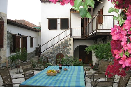 Lovely house in authentic village - Lythrodontas