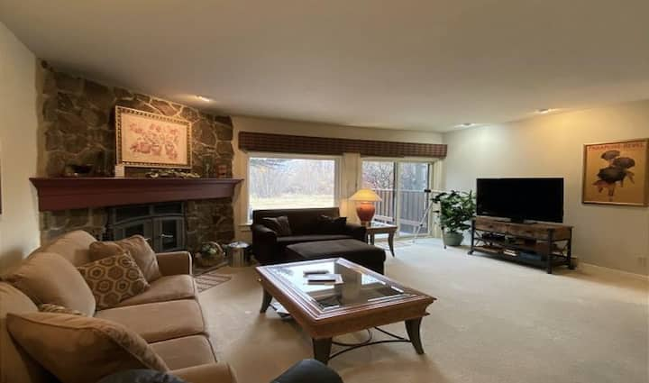 Welcoming & well-equipped condo w/furnished deck, jetted tub, and wood fireplace