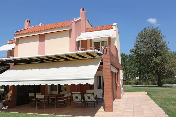 Beachfront Villa in Marmaras Villas