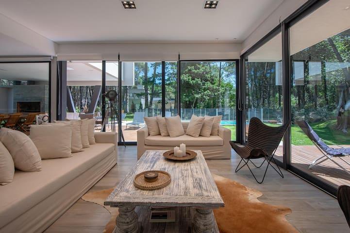 Increíble Casa c/ Piscina Climatizada Carilo