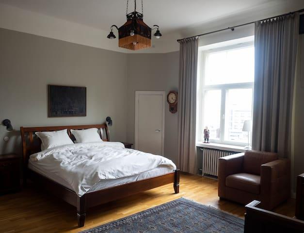 Bedroom with own balcony. This room with king size bed. Makuuhuone omalla parvekkeella. Tässä huoneessa king-size parisänky.
