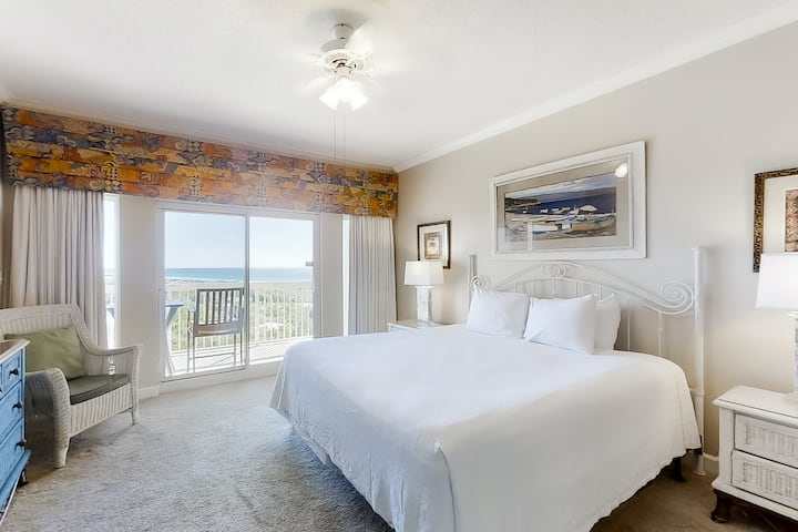 Colorful beach studio w/great views, prime location, & shared pool and hot tub!