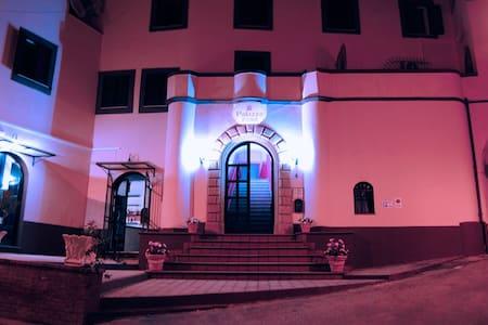 palazzo rosa - Torrice - Szoba reggelivel