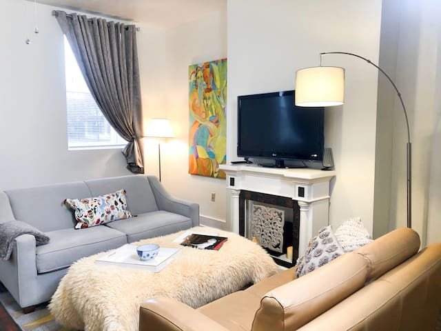Charming, Historic River City Apartment
