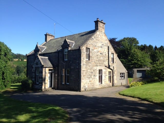 Family House on Speyside, sleeps 11 - Craigellachie