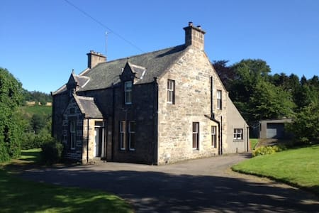 Family House on Speyside, sleeps 11 - Craigellachie - House