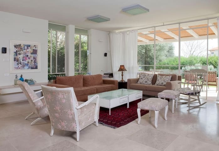 a beatiful house in MOSHAV BATZRA - Batzra - Rumah
