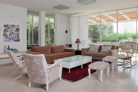 a beatiful house in MOSHAV BATZRA - Casa