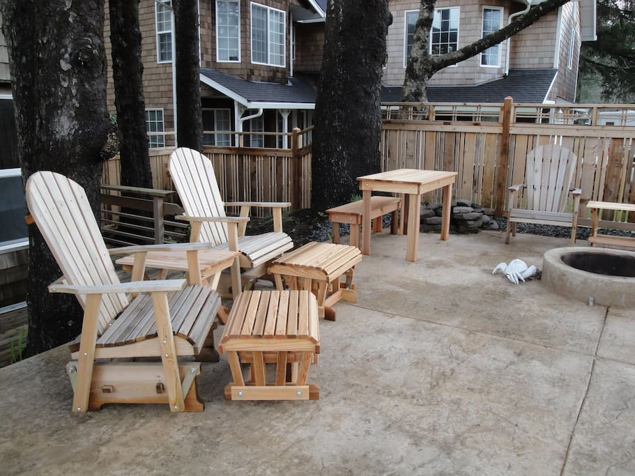 Half of the patio with the fire pit - wood is usually provided.