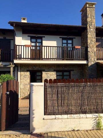 Jaca, Ski y golf en el pirineo! - Huesca - Huis