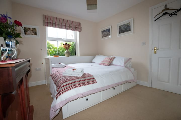 Double Room, own bathroom, v near Stansted airport