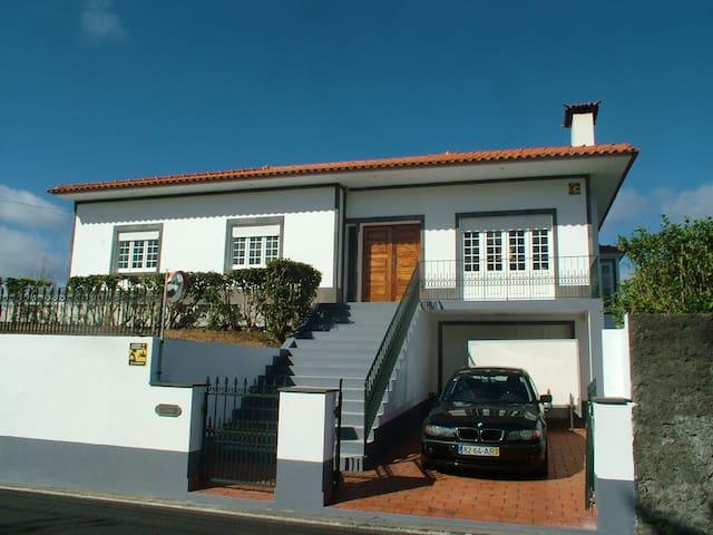 Azores Bed and Breakfast - São Miguel - ที่พักพร้อมอาหารเช้า