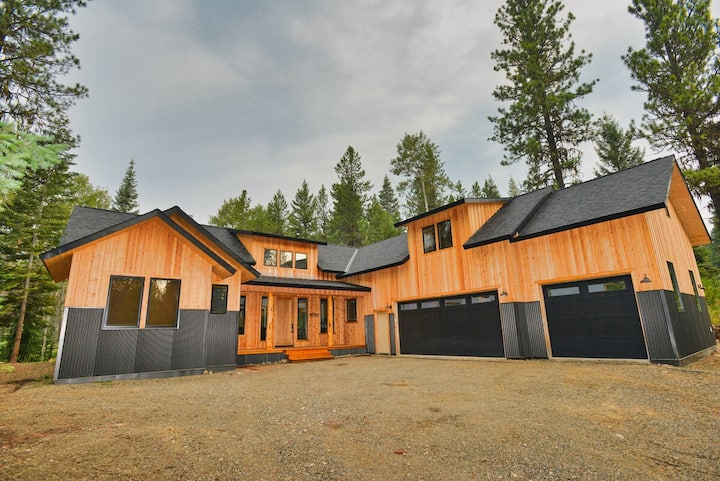 White Bark Lodge - Secluded - 8 person Hot Tub - Fire Pit - WiFi