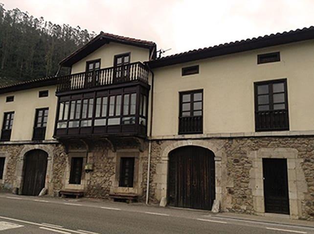 Casona Típica Cántabra - Requejo - Huis