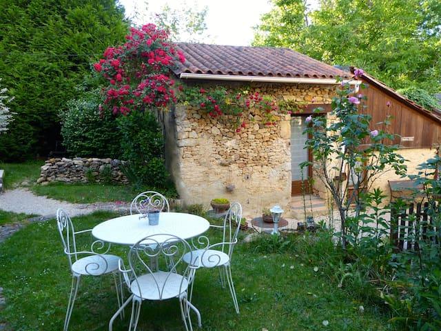 Chambre Safran, cuisine, terrasse - Гестхаус