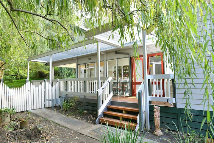 Aura of the Dandenongs Bed and Breakfast - Menzies Creek - Bed & Breakfast
