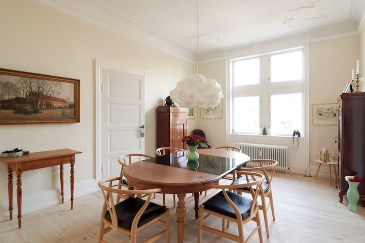 Beautiful Room & Apartment