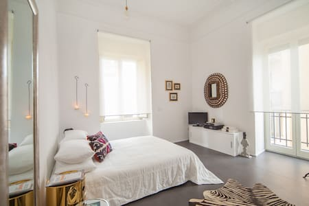 Beautiful flat in Naples - Naples - Hus