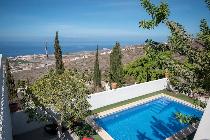 stunning 4 bedroom villa, with private heated pool