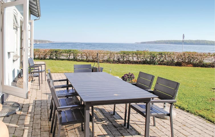 Holiday cottage with 2 bedrooms on 128m² in Rødekro