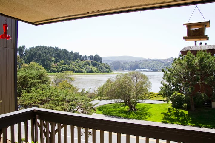 Partial Water View, Sunny - Mill Valley - Pis
