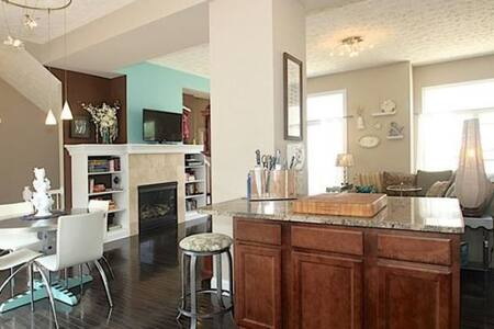 Airy and Spacious Townhouse!