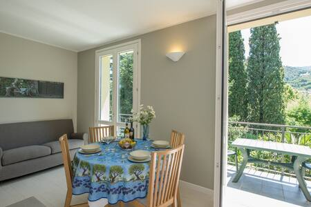 large and bright garden apartment  - Bellagio
