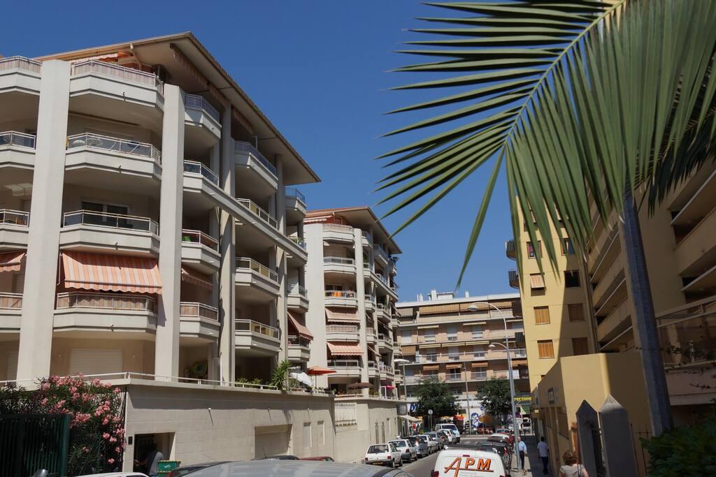 T2  meublée 37m2, 4 couchages,1 Chambre, Grande terrasse, Douche a l'italienne, WC séparé,10mn du vieux Nice