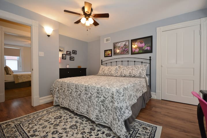 Vibrant Neighborhood•Charming Home Central to City