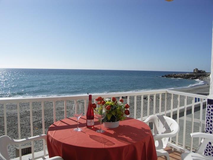 Apto Frente a la Playa - R125