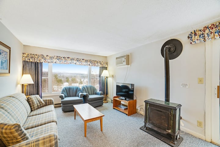 Family friendly condo with balcony, gas fireplace, and shared pool & hot tub!