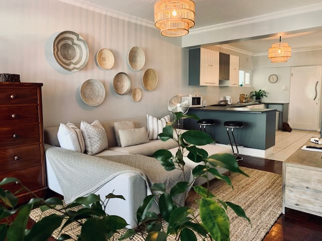 Elegant Sea Point Promenade Apartment, P06