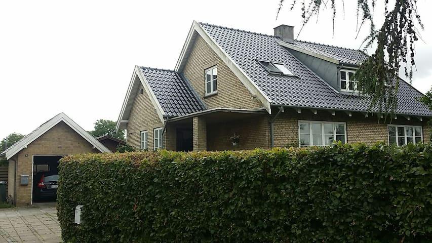 Singleværelse på 1.sal i villa i Roskilde